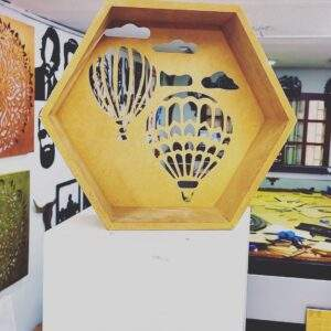 repisa flotante hexagonal en madera MDF